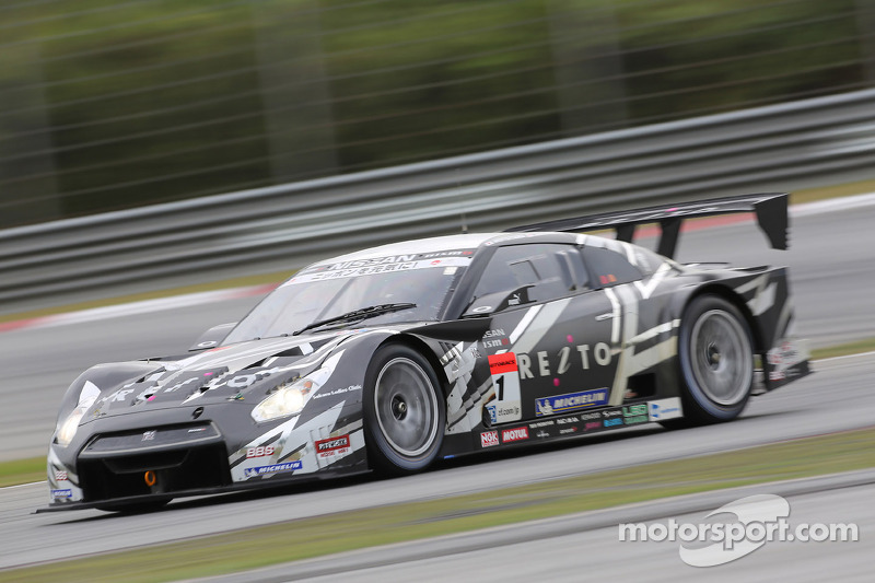Motoyama wins GT500 pole position in the Reito Mola GT-R at Sugo