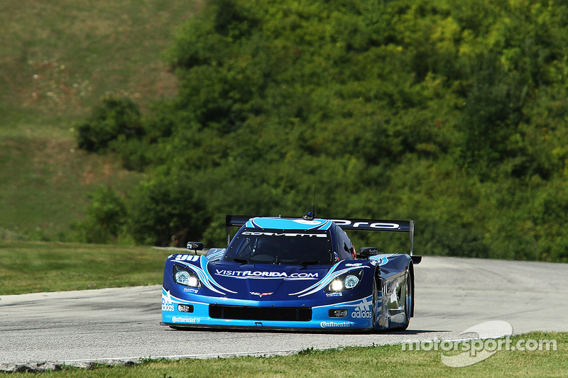 Spirit of Daytona Racing hosts Corvette owners at Road America