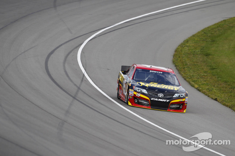 Clint Bowyer heads to Bristol Motor Speedway