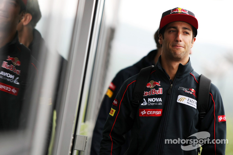 Webber reveals Ricciardo is Red Bull successor