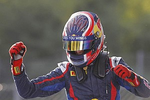 Kvyat scorches to pole in Abu Dhabi