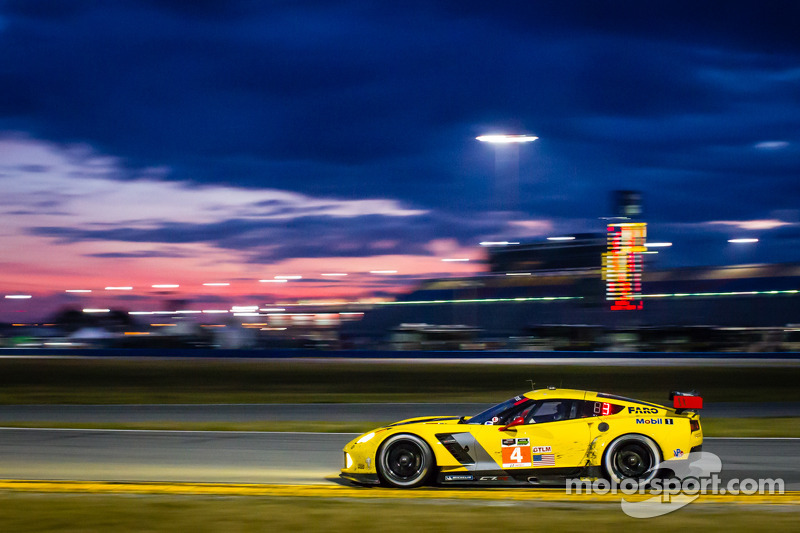Driver's eye view at Daytona 24 - video