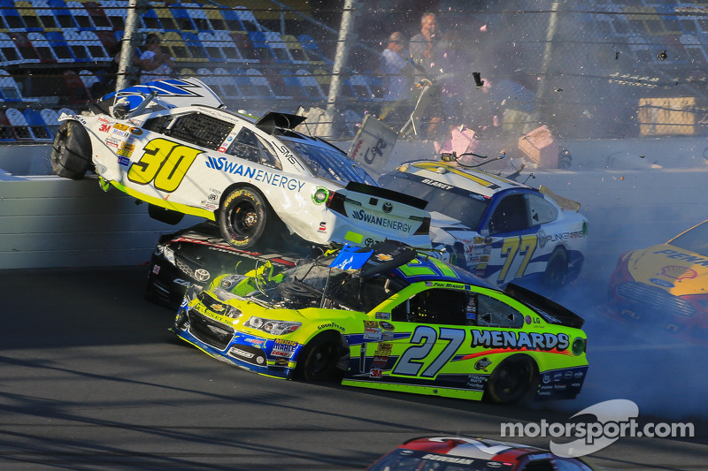 Carnage during Daytona 500 practice - Kligerman flips