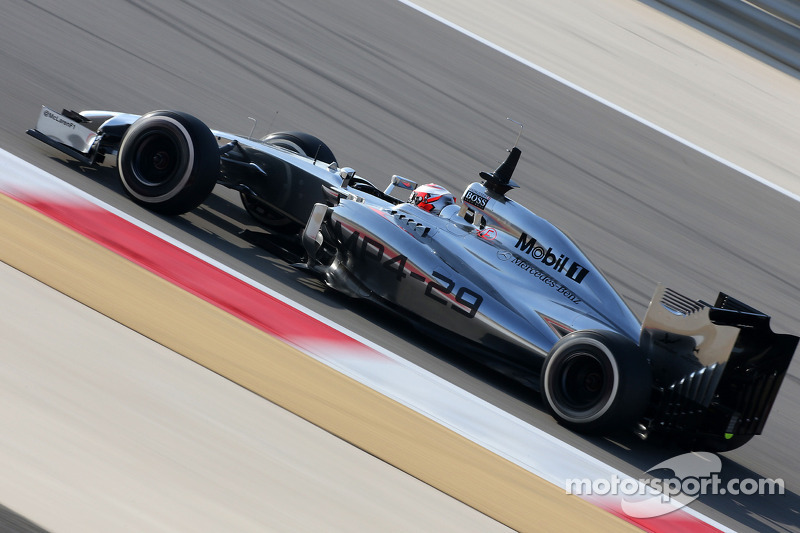 Magnussen quickest on day two in Bahrain