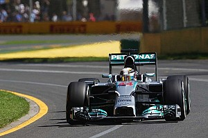 Hamilton recovers to take top spot in second practice