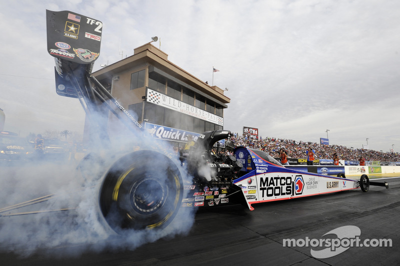 Brown qualify in #2 spot at steamy NHRA SpringNationals