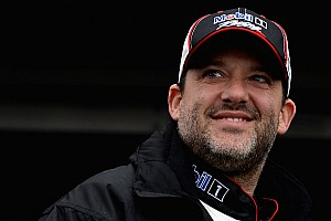 Sprint Breaking news Smoke has risen: Tony Stewart wins in first race back in a Sprint Car - video