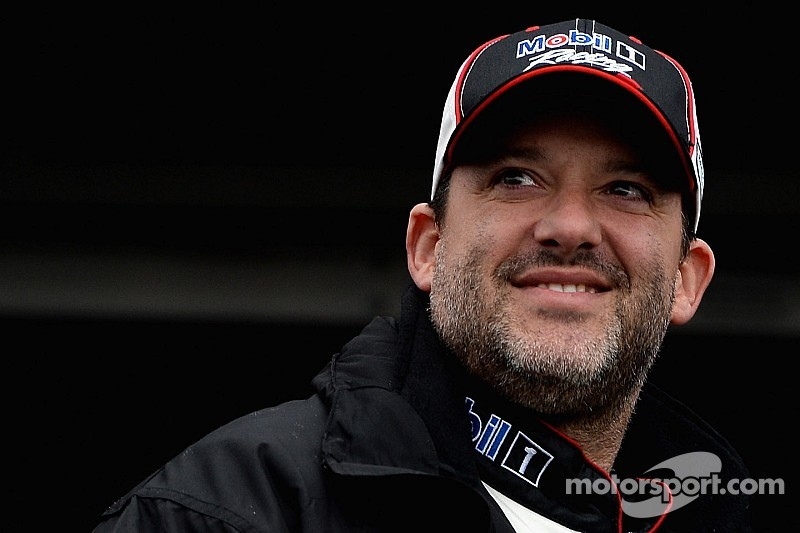 Smoke has risen: Tony Stewart wins in first race back in a Sprint Car - video