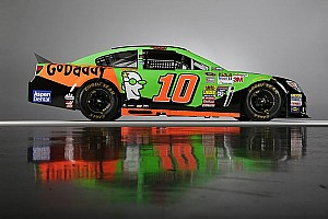 NASCAR Sprint Cup Breaking news SHR's fleet takes on new designs for 2015 - video