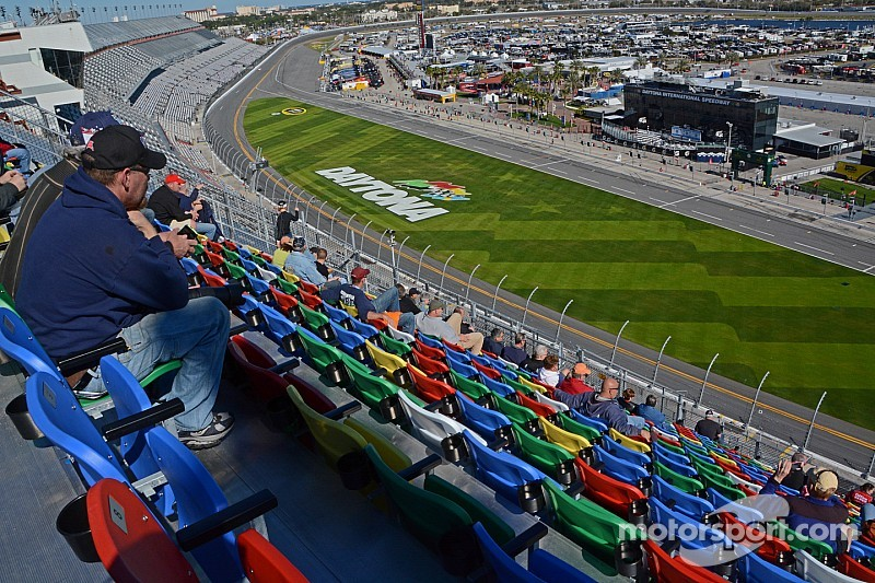 Only five cars take part in Thursday Daytona 500 practice