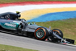 Rosberg fastest, Hamilton breaks down in Sepang F1 first practice