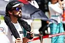 Fernando Alonso fuera en su primer carrera