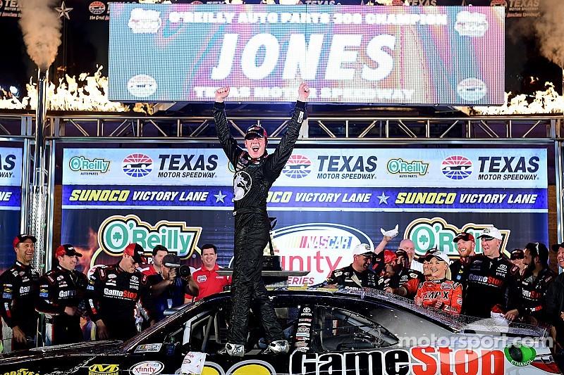 Erik Jones gana su primera carrera en Xfinity Series
