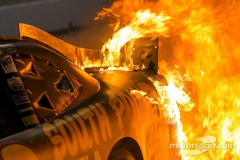 Integrantes del equipo de Nascar envueltos en un incendio