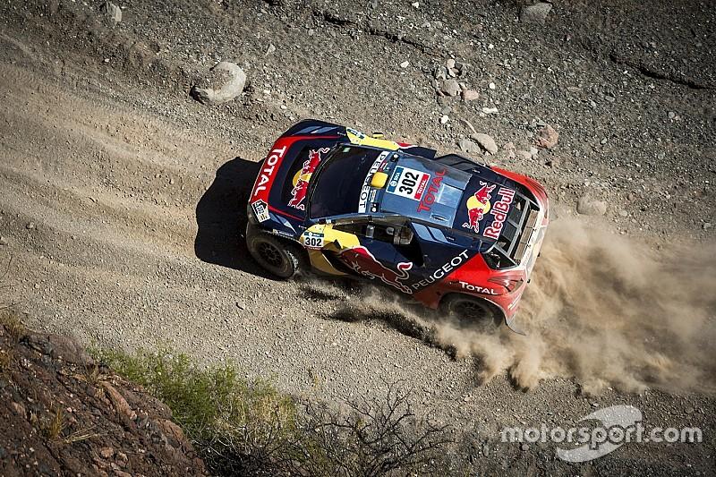 Dakar auto's: Bijltjesdag in tiende etappe; Sainz, Van Loon en Al-Attiyah verliezen