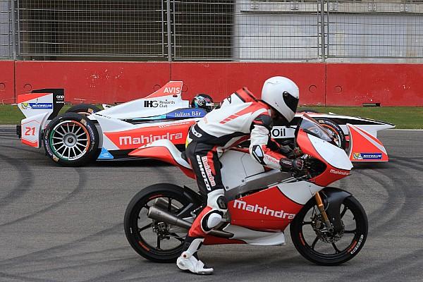 Fórmula E Últimas notícias Mahindra faz show com carro da F-E e moto da Moto3 na Índia