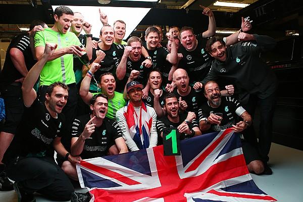 Формула 1 Новость Хэмилтон призвал поклонников относиться к Mercedes с уважением