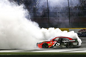 Monster Energy NASCAR Cup Raceverslag Truex Jr wint Coca-Cola 600 met record