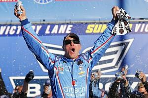 Monster Energy NASCAR Cup Gara Harvick passa il turno nella Chase vincendo in New Hampshire