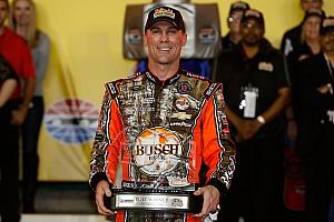 Monster Energy NASCAR Cup Qualifiche Kevin Harvick firma la prima pole stagionale a Charlotte