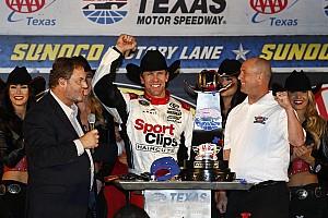 NASCAR Sprint Cup Reporte de la carrera Edwards gana y avanza al Chase en carrera acortada por lluvia
