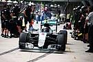 """【F1】メルセデス、ピットレーンの""""段差""""を避けるためピットボックス位置を変更"""