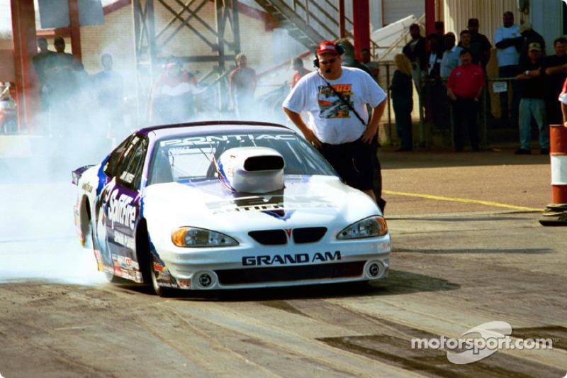 Jim Yates warms his tires