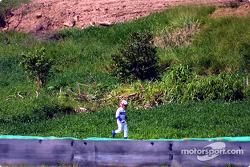 Juan Pablo Montoya running back to the pit