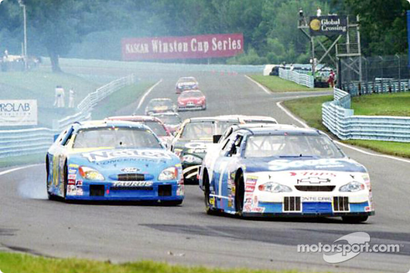 Jeff Green looses his engine as Randy Lajoie moves past