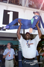 White men can't jump, unless they get some help by Shaq: Nick Heidfeld and Shaquille O'Neal
