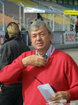 Race director Roland Bruynserade