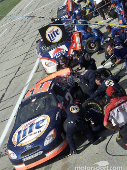Pitstop for Rusty Wallace and Jeff Burton