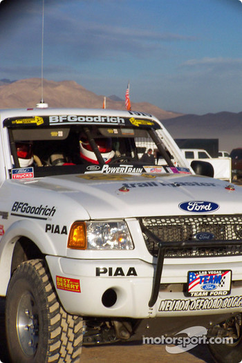 Steve Olliges Team Ford Ranger start line