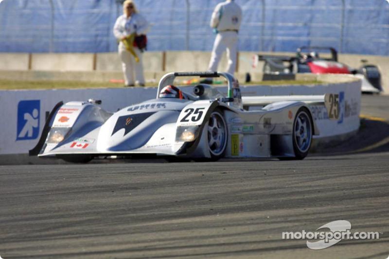 #25 Nissan Lola goes through turn one