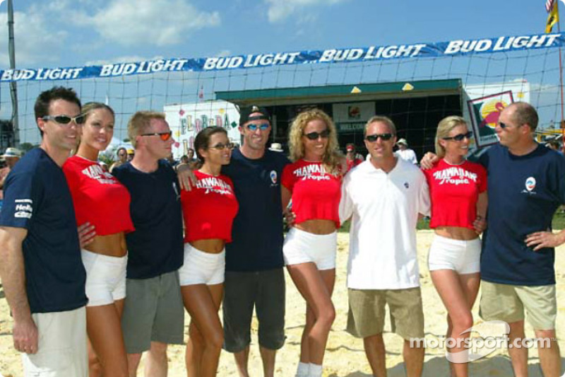 Sebring Beach Volleyball Challenge: Bryan Herta, David Donohue, David Brabham, Bill Auberlen, Eric Van De Poele and the Hawiian Tropic girls