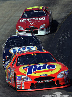 Ricky Craven leading Rusty Wallace