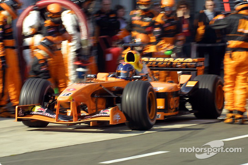 Pitstop simulation at Arrows: Heinz-Harald Frentzen leaving the pits