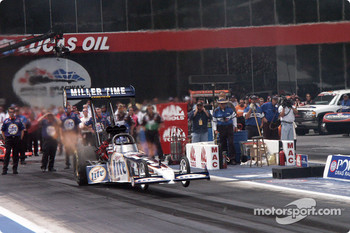 Miller Lite dragster launches in final qualifying