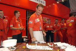 Rubens Barrichello birthday celebration: Rubens Barrichello cutting the cake