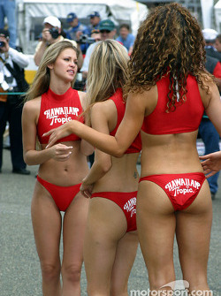 More Hawaiian Tropic girls