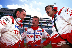 Allan McNish on the starting grid