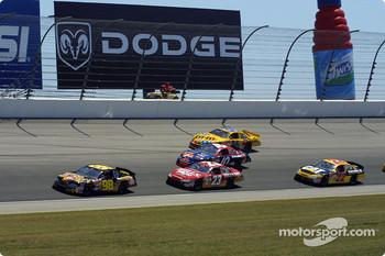 Kenny Wallace leading a group of cars