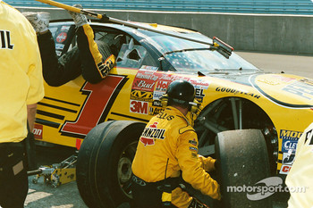 Team Pennzoil gets the job done
