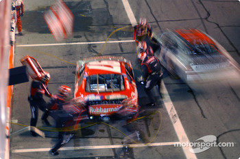 Pitstop for Kurt Busch and Ricky Rudd