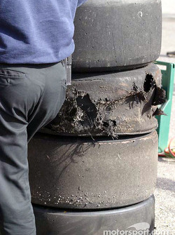 Damage on John Andretti's tires