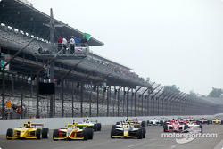 The start: Mark Taylor and Ed Carpenter lead the field