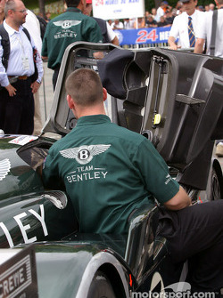 #7 Team Bentley Bentley Speed 8 on to team presentation