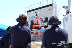 Darren Manning's crew watches Cristiano da Matta's qualify lap for the Canadian Grand Prix