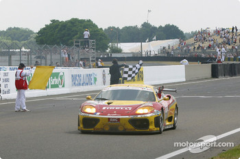 #70 JMB Racing Ferrari 360 Modena: David Terrien, Fabrizio de Simone, Fabio Babini takes the checkered flag