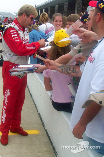 Sterling Marlin signs autographs
